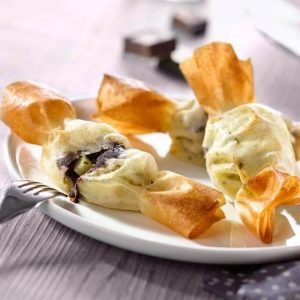 Recipe of samosa with fruits and chocolate